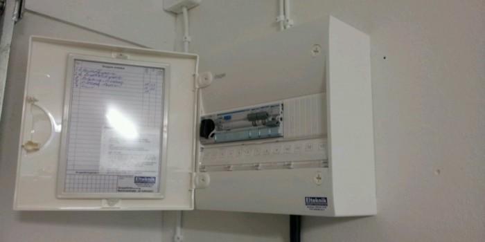 Montering belysning och elcentral