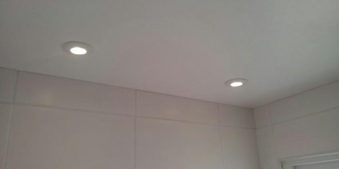 Montering av ledspotlights i badrum