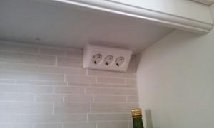 Med det här vägguttaget blir det lätt att använda köksmaskinerna i köket.