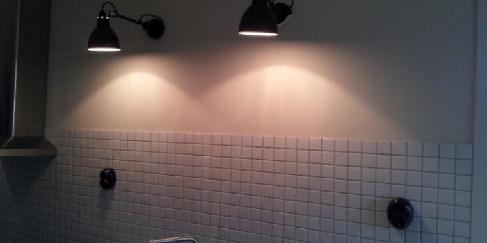 Belysning över diskbänk